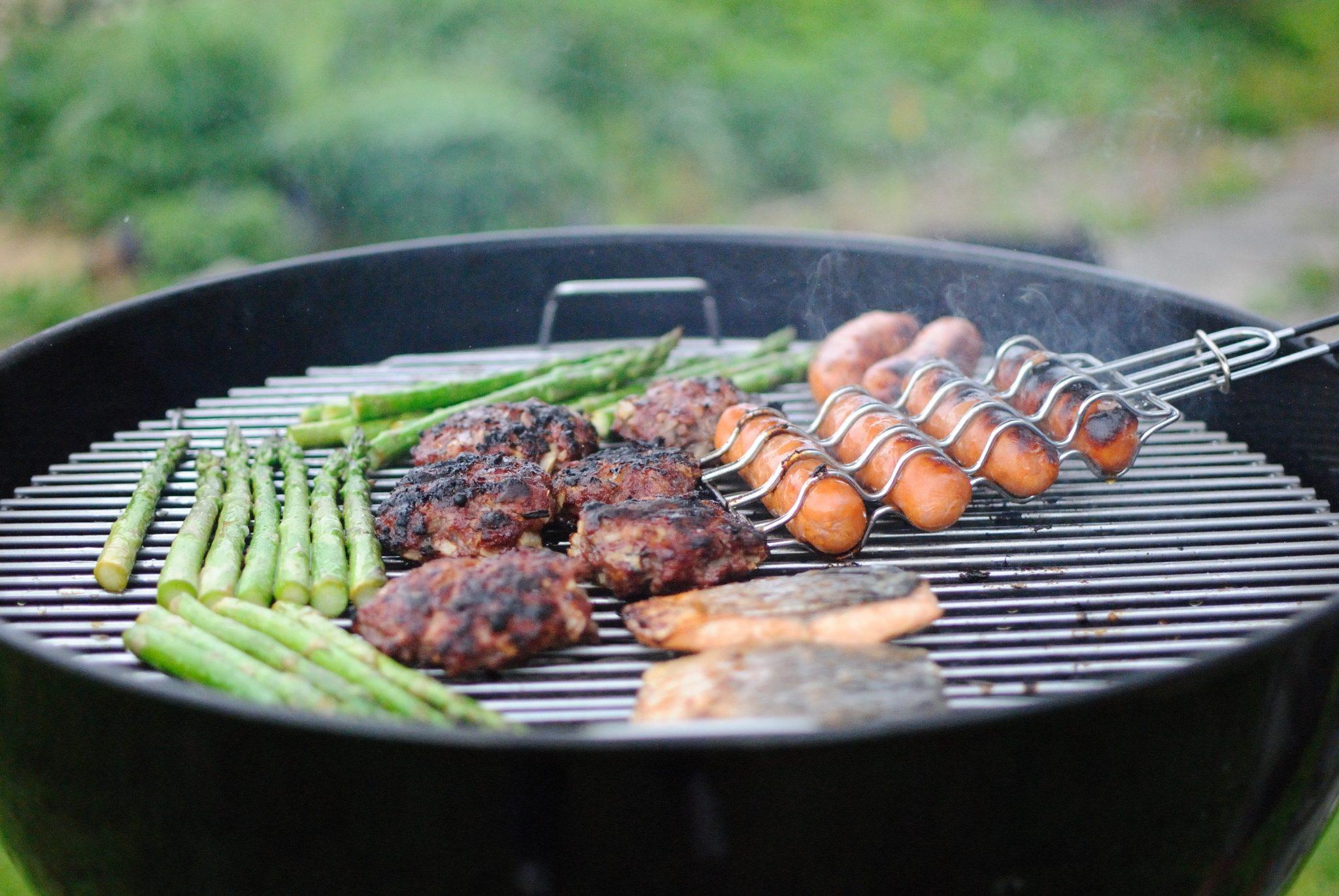 Organiser un BBQ au chalet avec des amis