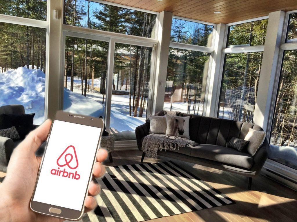 airbnb-canada-log-cabin-kanata-tremblant